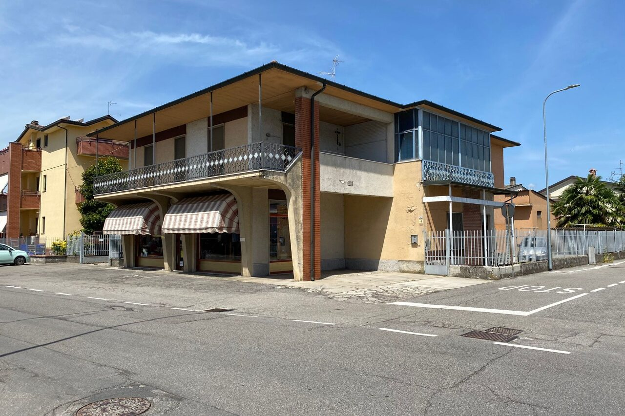 Casa indipendente con annesso negozio Massalengo